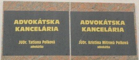 tabuľa pred advokátskou kanceláriou JUDr. Tatiany Polkovej